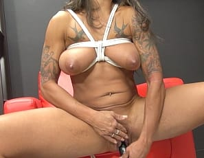 Tattooed female bodybuilder and muscle porn star Bobbi is bound up, but she can still masturbate, and once she frees herself she can use a toy to penetrate herself until she squirts. You get to watch her cum in close-up, and enjoy looking at her muscular pecs, legs, glutes, biceps and abs.